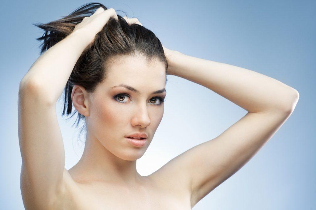 Raccogliere i capelli lunghi di notte